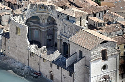 This aerial image taken on April 8, 2009 shows a view of a church ofthe Abruzzo capital L'Aquila, epicentre of a violent earthquake two days ago. Italian Prime Minister Silvio Berlusconi said earlier in the day that the death toll in central Italy's earthquake has risen to 260 including 16 children.  AFP PHOTO / ANDREAS SOLARO